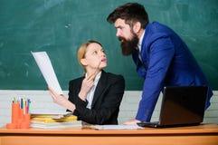 Εκπαιδευτικό πρόγραμμα r Προετοιμαστείτε για το σχολικό μάθημα Βελτιώστε την ικανότητα διδασκαλίας Συσκεφτείτε με το συνάδελφο Βο στοκ εικόνες με δικαίωμα ελεύθερης χρήσης