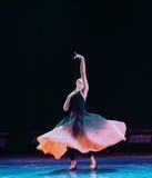 Εκπαιδευτικά μαθήματα πρακτική-διάπλασης χορού Xinjiang Στοκ φωτογραφία με δικαίωμα ελεύθερης χρήσης