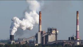 Εκπομπές ατμοσφαιρικών ρύπων – μεγάλος καπνίζοντας σωρός καπνοδόχων φιλμ μικρού μήκους