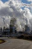 Εκπομπές βιομηχανικού κτηρίου Στοκ Φωτογραφίες