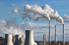 Εκπομπή των εγκαταστάσεων παραγωγής ενέργειας άνθρακα Στοκ Φωτογραφίες