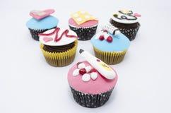 Εκπληκτικά δημιουργικά cupcakes με τους ιατρικούς εξοπλισμούς φιαγμένα από fondant Στοκ Εικόνες