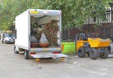 Εκσκαφέας και φορτηγό στοκ φωτογραφία
