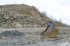 Εκσκαφέας σε ένα ορυχείο ανοικτών κοιλωμάτων στοκ εικόνα με δικαίωμα ελεύθερης χρήσης