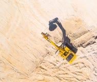 Εκσκαφέας στο ορυχείο ή το εργοτάξιο οικοδομής Στοκ φωτογραφία με δικαίωμα ελεύθερης χρήσης