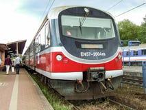 Εκσυγχρονισμένη En57 πολλαπλάσια ηλεκτρική μονάδα στον κεντρικό σταθμό Szczecin στην Πολωνία Στοκ Φωτογραφίες