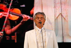 Εκτέλεση της Andrea Bocelli ζωντανή Στοκ Φωτογραφίες