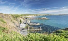 Εκτεθειμένος απότομος βράχος στον κόλπο Whitesands σε Pembrokeshire στοκ εικόνα