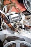 Εκτεθειμένος εξοπλισμός καμερών μήκους σε πόδηα αντίθετος στοκ εικόνες με δικαίωμα ελεύθερης χρήσης