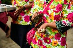 εκτελέστε τα ταϊλανδικά παραδοσιακά όργανα μουσικής στοκ φωτογραφία με δικαίωμα ελεύθερης χρήσης