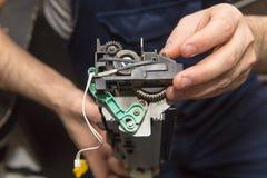 Εκτυπωτής λέιζερ επισκευής Στοκ φωτογραφία με δικαίωμα ελεύθερης χρήσης
