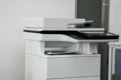 Εκτυπωτής γραφείων στην αρχή για το docu εκτύπωσης και ανίχνευσης Στοκ φωτογραφία με δικαίωμα ελεύθερης χρήσης