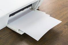 Εκτυπωτής με το κενό έγγραφο Στοκ εικόνα με δικαίωμα ελεύθερης χρήσης
