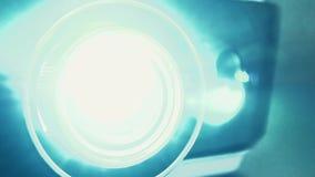 Εκτυφλωτικό φως από τον προβολέα απόθεμα βίντεο