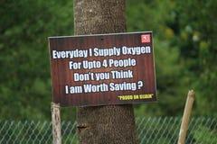 ` Εκτός από τα δέντρα σώστε τη ζωή ` στοκ εικόνα