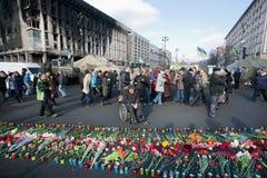 Εκτός λειτουργίας λουλούδια ρολογιών ατόμων στο έδαφος Στοκ Φωτογραφίες