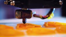 Εκτύπωση με την πλαστική ίνα καλωδίων στον τρισδιάστατο εκτυπωτή απόθεμα βίντεο