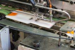 Εκτύπωση του συσκευάζοντας εξοπλισμού Q τεχνολογίας εργοστασίων γραμμών βιομηχανίας Στοκ Φωτογραφία