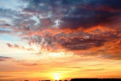 Εκφραστικός ουρανός στην αυγή στοκ εικόνες