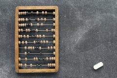 Εκλεκτής ποιότητας άβακας με την κιμωλία Στοκ εικόνες με δικαίωμα ελεύθερης χρήσης