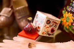 Εκλεκτής ποιότητας άρωμα, γάντια Στοκ Φωτογραφίες