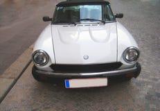 Εκλεκτής ποιότητας άσπρο αυτοκίνητο Στοκ Εικόνες