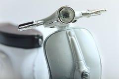 Εκλεκτής ποιότητας άσπρο Vespa στοκ φωτογραφίες