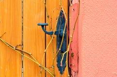 Εκλεκτής ποιότητας λαβή πορτών από το μαύρο σίδηρο Στοκ φωτογραφία με δικαίωμα ελεύθερης χρήσης