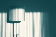 Εκλεκτής ποιότητας ακόμα λαμπτήρας δωματίων ζωής με τη σκιά Στοκ Εικόνες