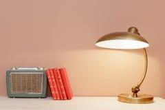 Εκλεκτής ποιότητας λαμπτήρας, βιβλία και ραδιόφωνο Στοκ Εικόνα