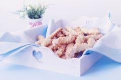 Εκλεκτής ποιότητας αναδρομικά σπιτικά μπισκότα τυριών Στοκ Φωτογραφίες