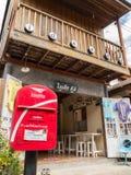 Εκλεκτής ποιότητας αναδρομικός ξύλινος καφές Guesthouse σε Chaing Khan στοκ εικόνες
