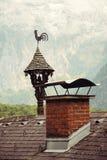 Εκλεκτής ποιότητας ανεμοδείκτης στη στέγη του παλαιού σπιτιού σε Hallstatt villag Στοκ εικόνες με δικαίωμα ελεύθερης χρήσης
