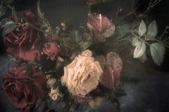 Εκλεκτής ποιότητας ανθοδέσμη των τριαντάφυλλων υφάσματος και άλλων λουλουδιών Στοκ Εικόνες
