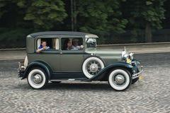 Εκλεκτής ποιότητας αυτοκίνητο στην αναδρομική διαδρομή φυλών αυτοκινήτων των Grand Prix Leopolis Στοκ Φωτογραφίες