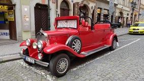 Εκλεκτής ποιότητας αυτοκίνητο στην Πράγα Στοκ φωτογραφίες με δικαίωμα ελεύθερης χρήσης