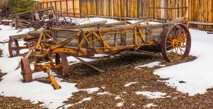 Εκλεκτής ποιότητας βαγόνι εμπορευμάτων με τις ρόδες σιδήρου στοκ φωτογραφία με δικαίωμα ελεύθερης χρήσης