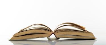 Εκλεκτής ποιότητας βιβλίο ανοικτό στο άσπρο υπόβαθρο Στοκ Εικόνες