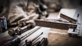 Εκλεκτής ποιότητας εργαλεία στον πάγκο εργασίας Στοκ Φωτογραφίες