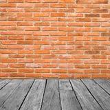 Εκλεκτής ποιότητας εσωτερικό του τουβλότοιχος και παλαιού ξύλινου Στοκ φωτογραφία με δικαίωμα ελεύθερης χρήσης