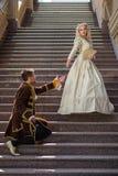 Εκλεκτής ποιότητας ζεύγος ερωτευμένο σε ένα κάστρο Στοκ Φωτογραφίες