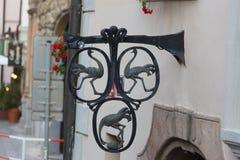 Εκλεκτής ποιότητας διακόσμηση μετάλλων Floral διακόσμηση στον επεξεργασμένο φράκτη Στοκ Εικόνα