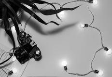 Εκλεκτής ποιότητας κάμερα, προϊόντα πρώτης ανάγκης ταξιδιού Στοκ Εικόνες