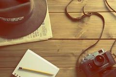 Εκλεκτής ποιότητας κάμερα fedora καπέλων δημοσιογράφων στοκ εικόνες