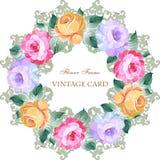 Εκλεκτής ποιότητας κάρτα με ένα στρογγυλό στεφάνι των τριαντάφυλλων Στοκ Φωτογραφίες