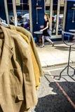 Εκλεκτής ποιότητας και μεταχειρισμένη αγορά στο δρόμο Portobello στο Νότινγκ Χιλ Στοκ Φωτογραφία