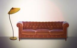Εκλεκτής ποιότητας καναπές και λαμπτήρας Στοκ Φωτογραφία