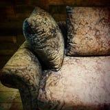 Εκλεκτής ποιότητας καναπές με το floral σχέδιο Στοκ Εικόνες