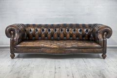 Εκλεκτής ποιότητας καναπές Στοκ φωτογραφία με δικαίωμα ελεύθερης χρήσης