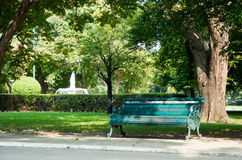 Εκλεκτής ποιότητας καρέκλα στον κήπο Στοκ εικόνα με δικαίωμα ελεύθερης χρήσης